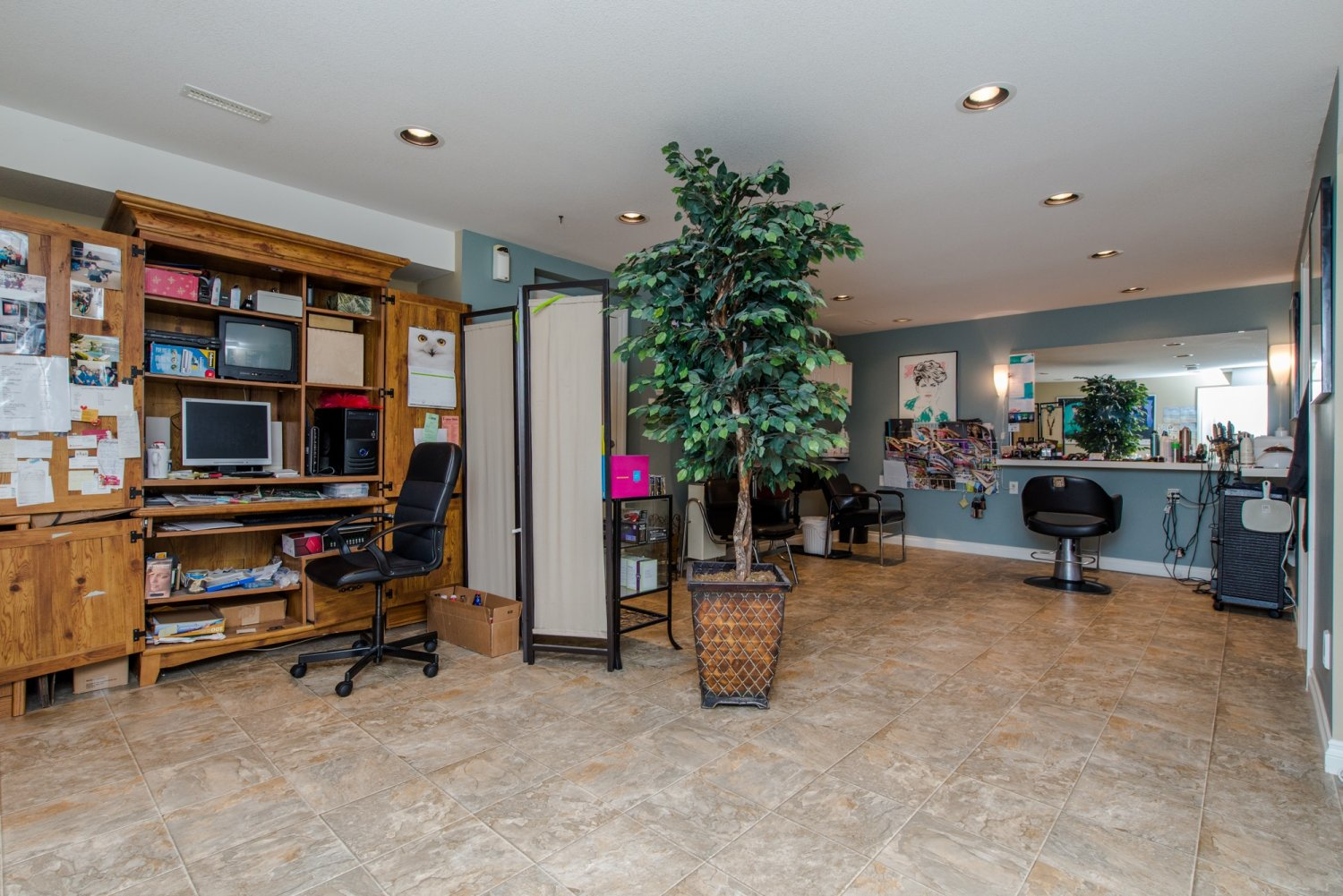 Immaculate custom home in a great neighbourhood for 3rd dimension salon