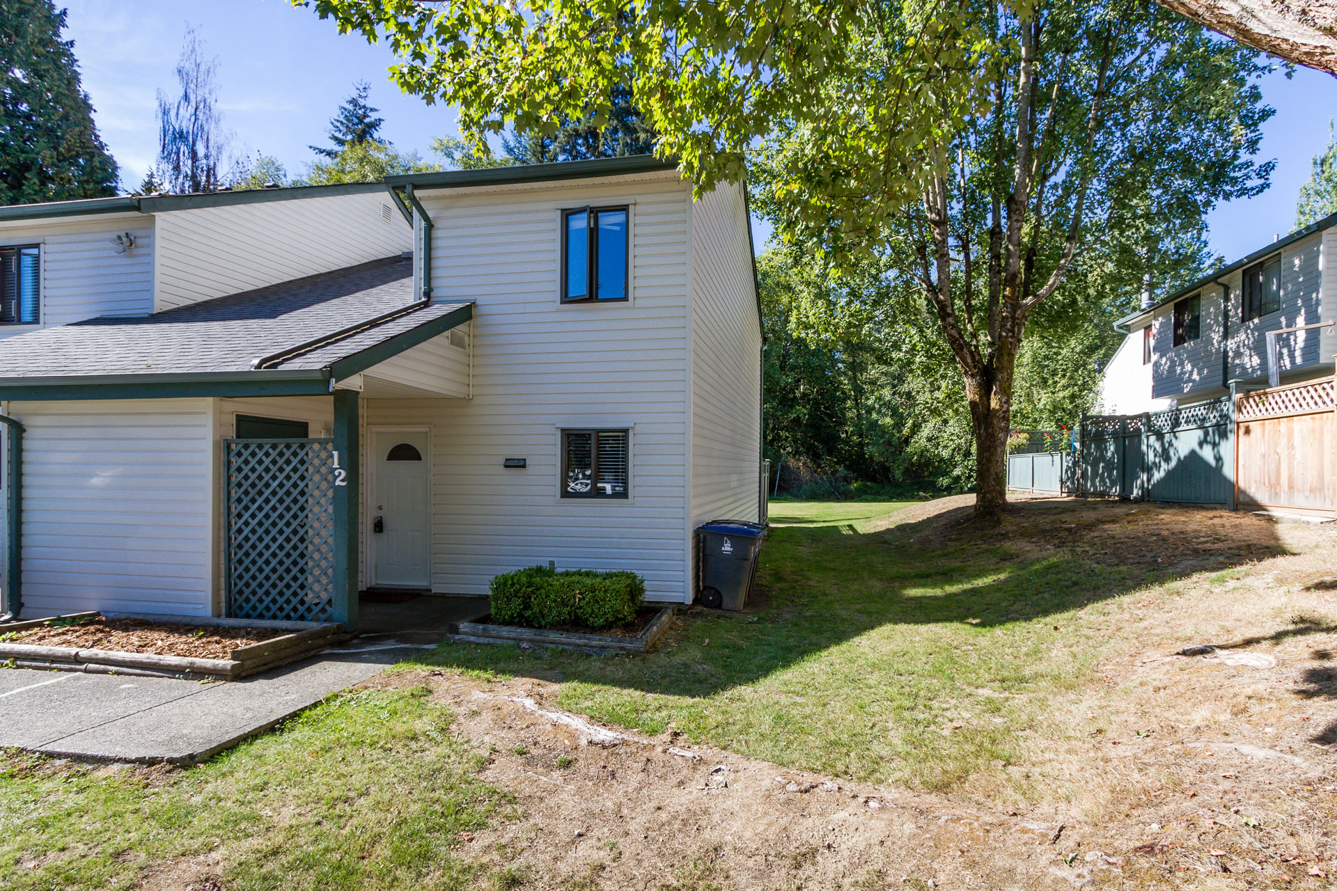 Renovated 3 Bedroom Townhouse overlooking GreenSpace in Surrey!
