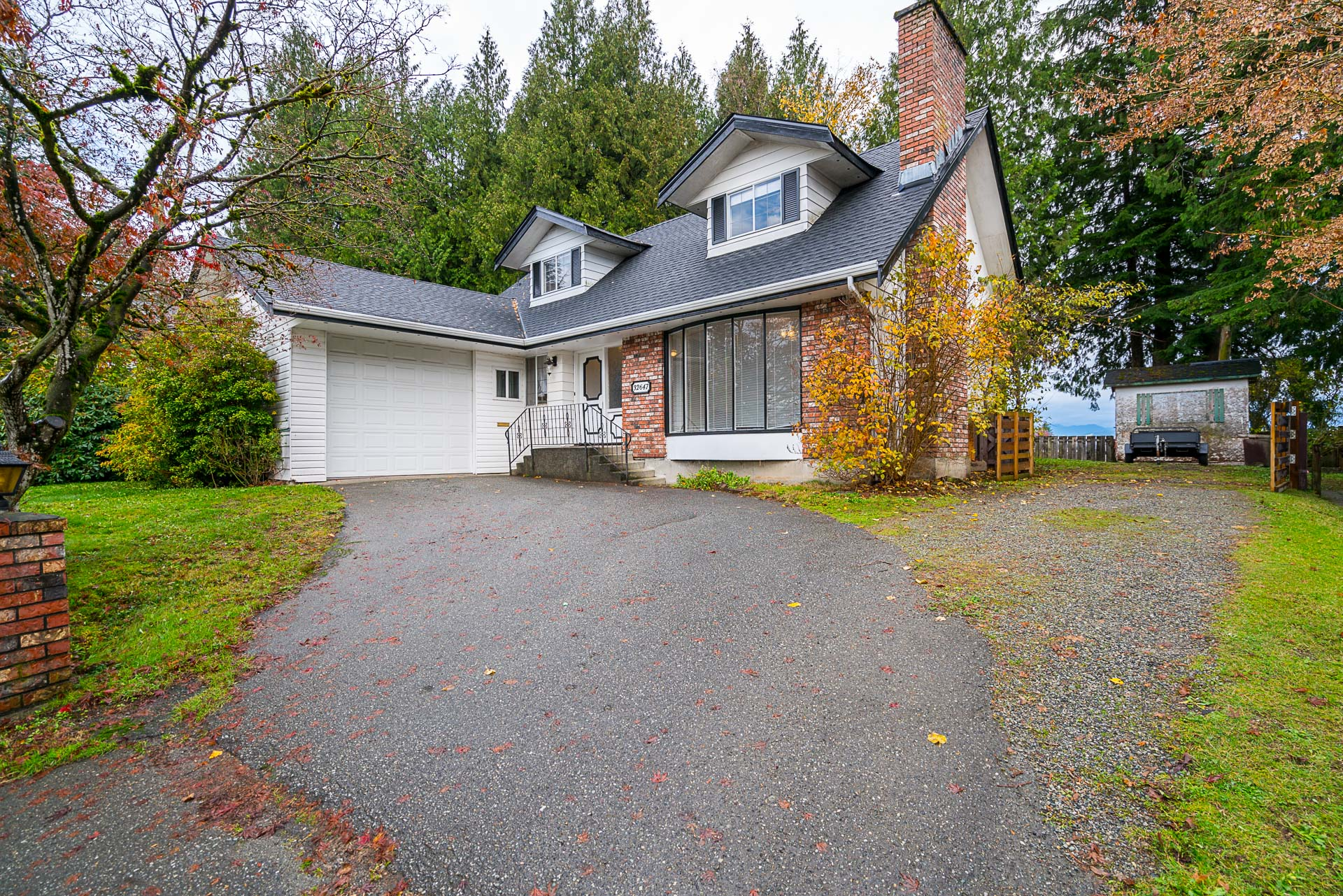 Large, well Maintained Cape Cod home in Abbotsford