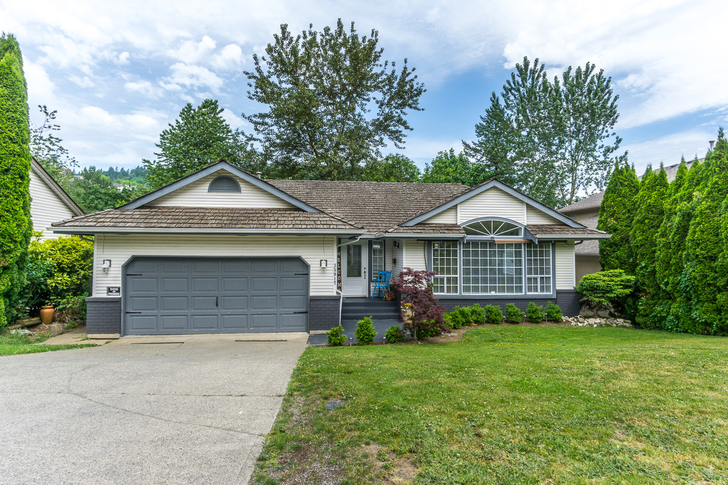 East Abbotsford Rancher with 2 bedroom suited basement