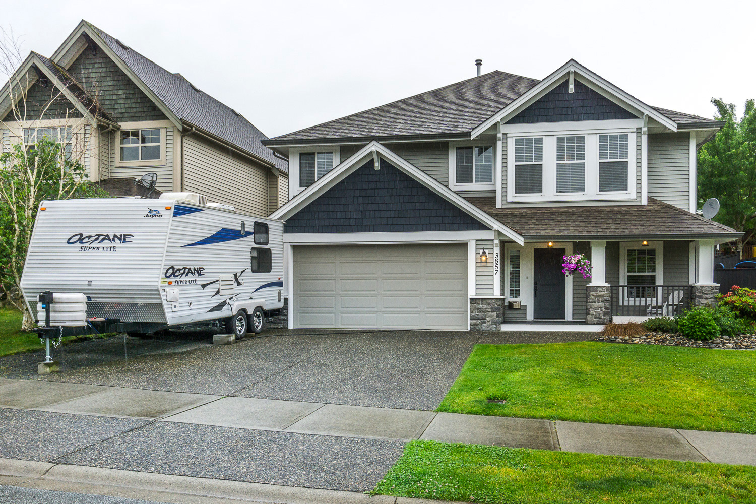 The Right House in the Right Neighborhood in East Abbotsford