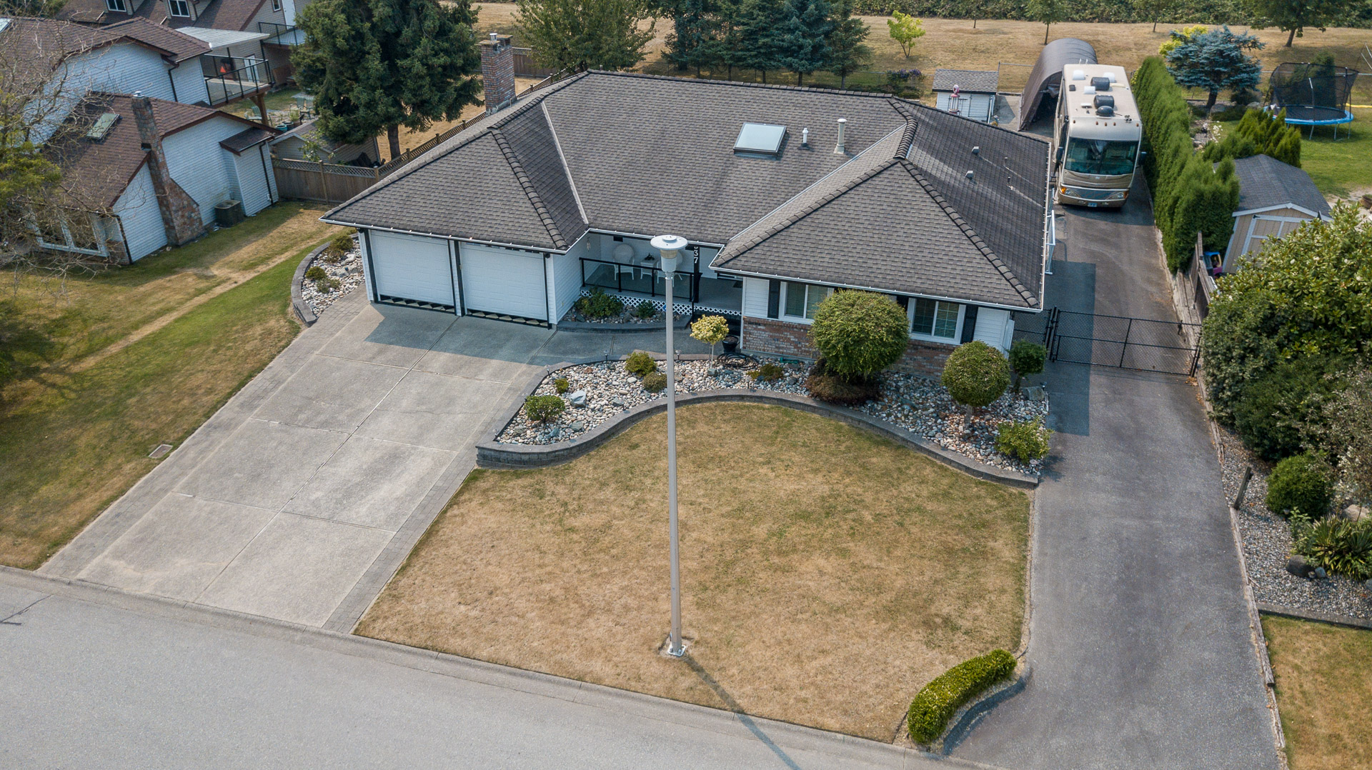 Rancher w/ full basement suite in Prestigious Shannon Hills!
