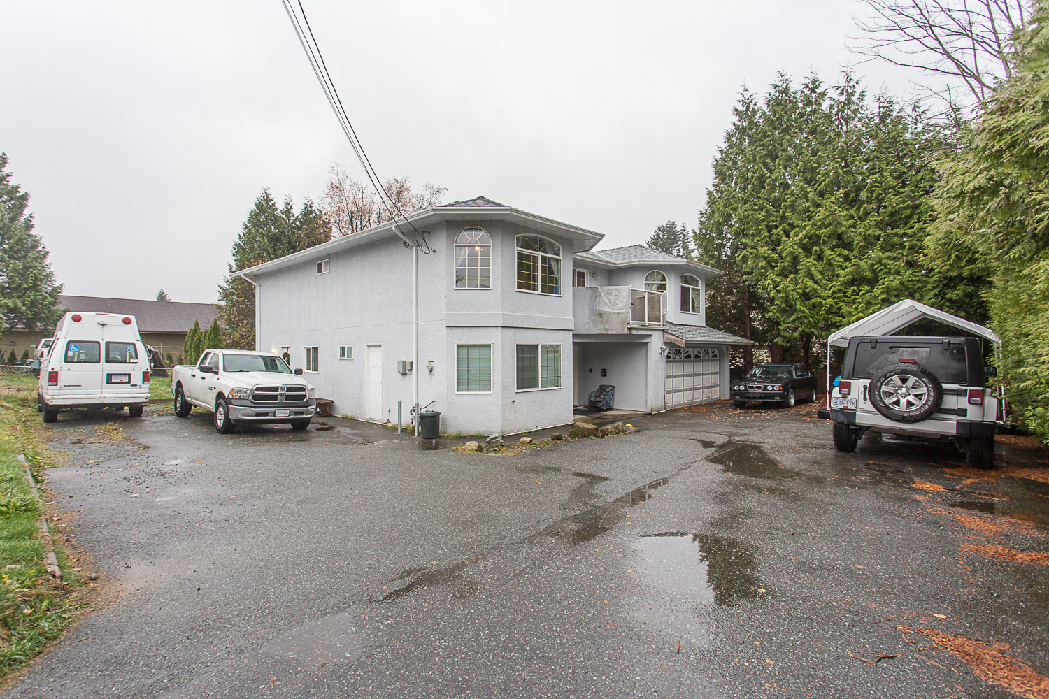 Extra-Large family home with Legal Suite just minutes from downtown Mission!