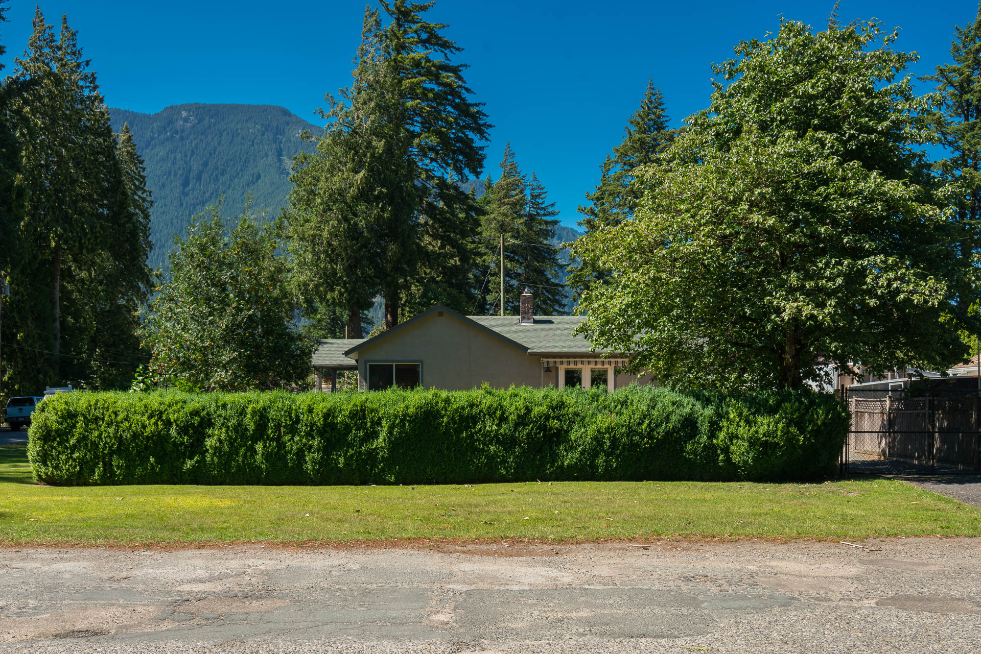 Fully renovated 2 bed home in Hope, BC