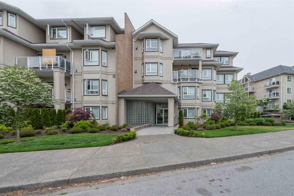 Private Condo in Surrey w/ large patio backing onto Fenced Grassy area.