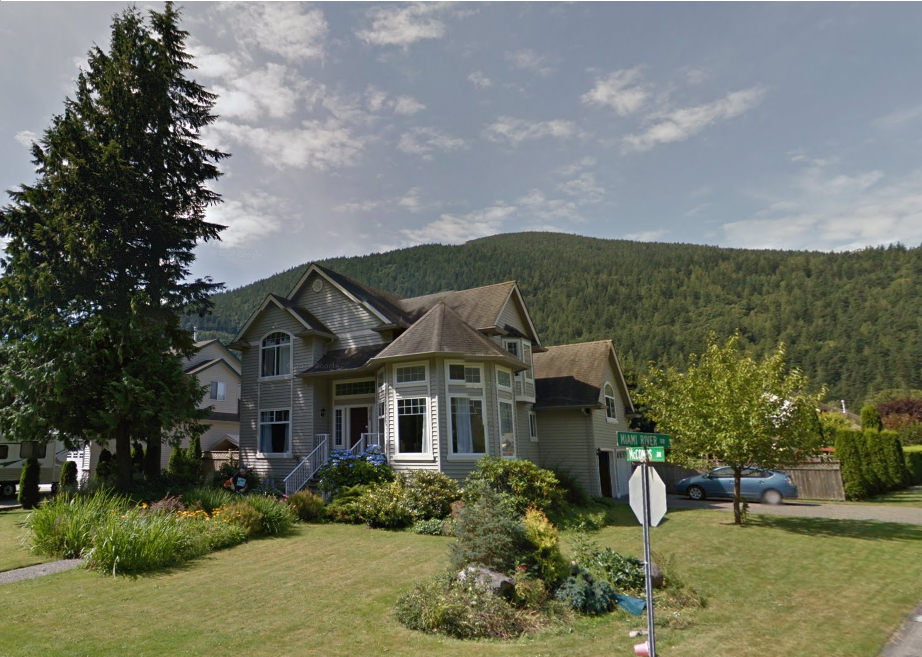 Large home on over 1/4 acre corner lot in Harrison Hot Springs!